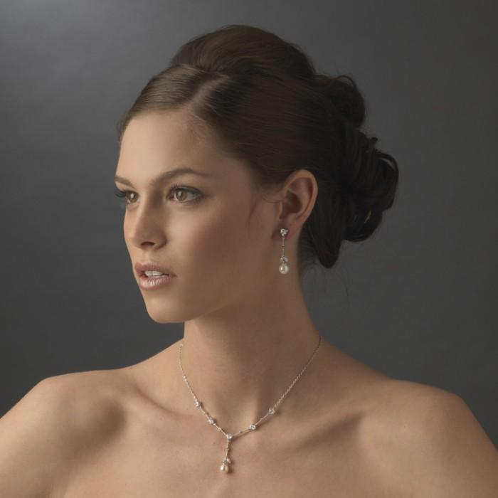 carla-pearl-wedding-earrings_enlarge_2